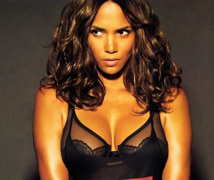 It's been a while since I posted a sexy picture of Halle Berry in this joint